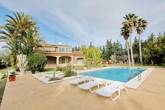 buy villa in alicante
