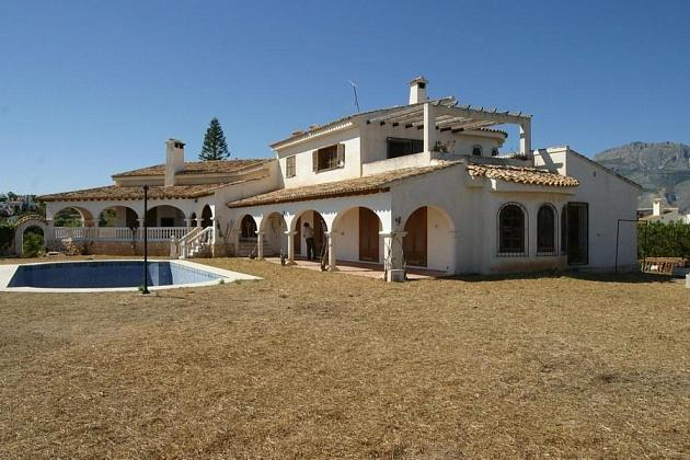 a large villa for sale with large plot
