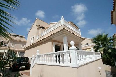 Detached villa only 200m from the beach