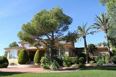 Fantastic villa with a big plot in Benidorm