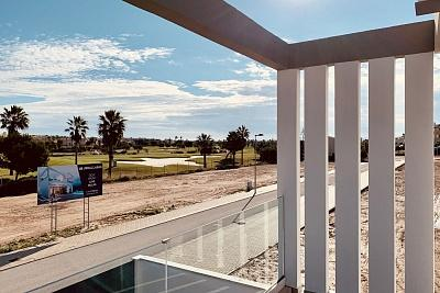 Modern houses in the heart of La Roda golf course, 3 bedrooms, 3 bathrooms, private pool, solarium and parking. Less than 2 km from Los Alcazares beach